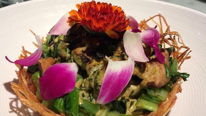 Potato bird's nest with bok choy-tofu gratin at the Tànsuŏ restaurant.