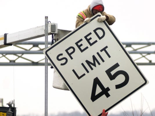 2/16/00--stand alone-WSLOW--An Indiana Dept. of Transporation crew from Crawfordsville put up six new speed limit signs along U.S. 36 and Ind. 267  in Avon Wednesday. The 48-inch by 60-inch speed limit signs are the same size as used on Interstate highwa