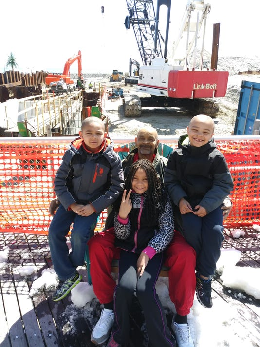 636667783096871093-Homeless-family-of-Tim-Jones-with-his-three-children-whise-home-in-Port-Richmond-destoreyd-by-fire.jpg