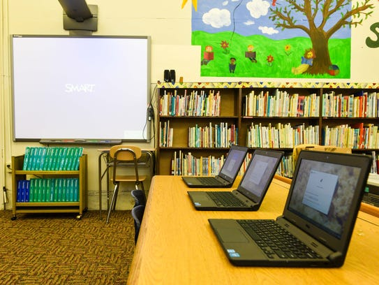New Chromebooks and smart board at R.D. Wood Elementary