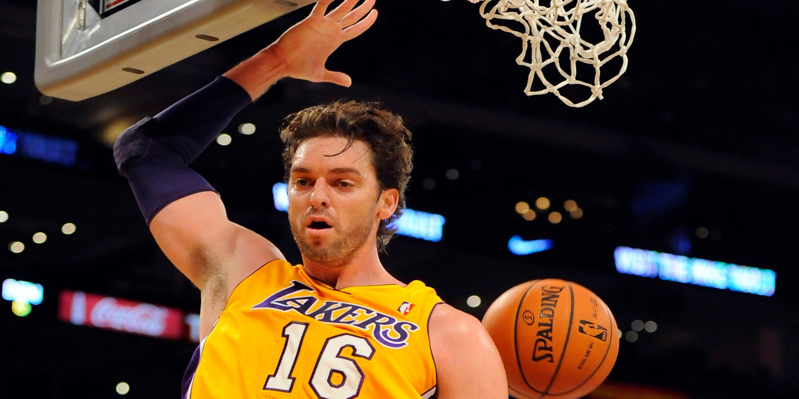 sports shoes e9b5c 8ecee Can aging Los Angeles Lakers actually overachieve