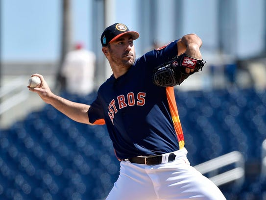 Houston Astros starting pitcher Justin Verlander (35)
