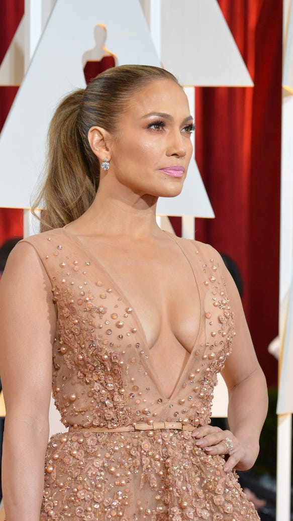 twinsies-j-lo-and-robert-duvalls-wife-basically-wore-the ...