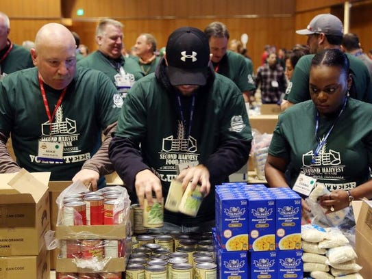 Anheuser-Busch employees and wholesalers volunteer