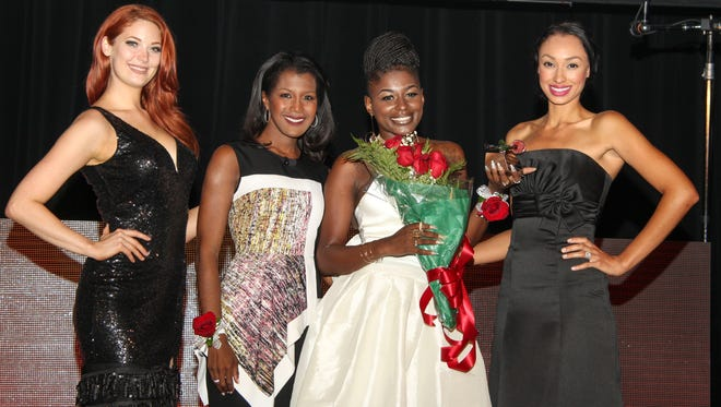 Tanisha Weathers, red roses and ROSE Award in hand, is joined by Kelly Kirstein of The i GROUP, Glenda Lewis of  WXYZ-TV Channel 7 and Stefani Thomas of The i GROUP, a model and talent management agency.
