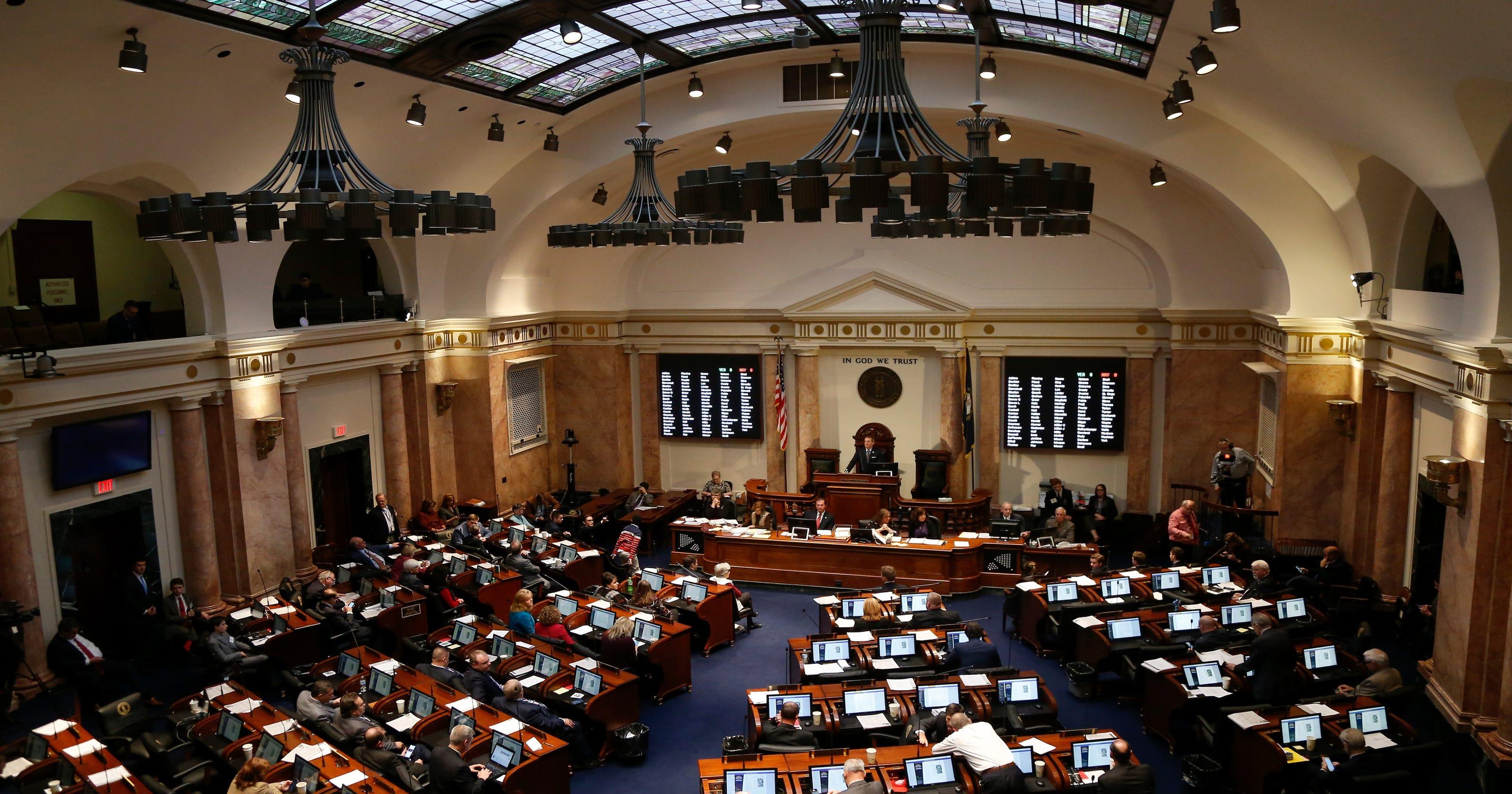 Kentucky Need Sb 152 To Offer Teacher Bonuses At Struggling Schools