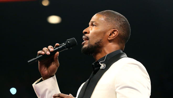 Jamie Foxx sings the national anthem before the bout between Floyd Mayweather and Manny Pacquiao.