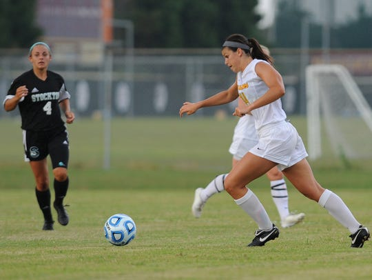Jenna DeLetto works the ball.