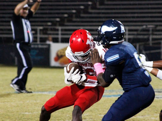 Haughton's Emile Cola hauls in a pass against Airline