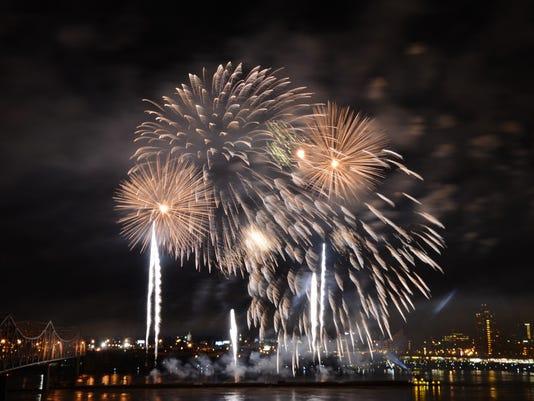 635649945591160802-054-Thunder-Fireworks-by-Zimmer