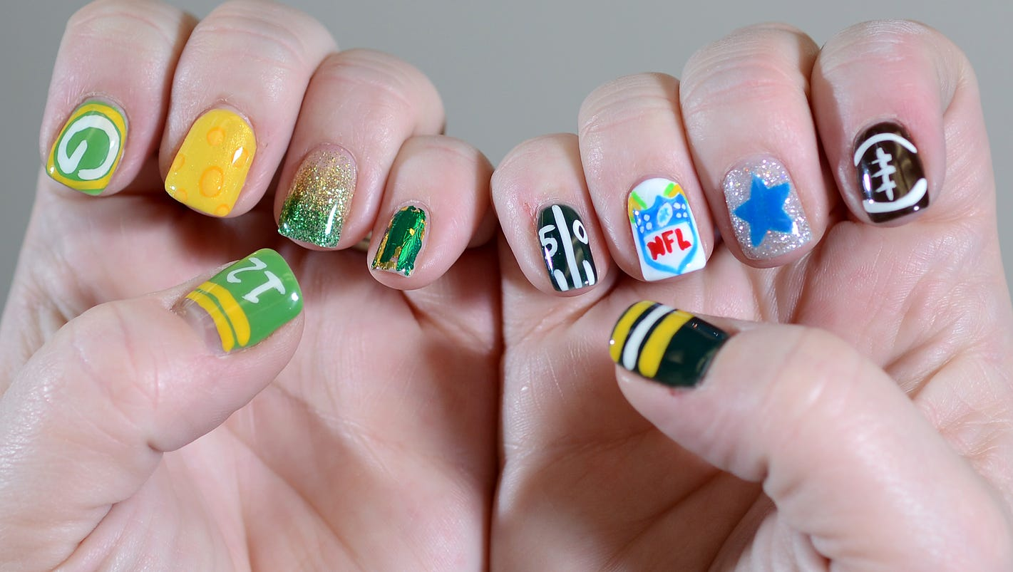 Fans wear Packers pride on their nails