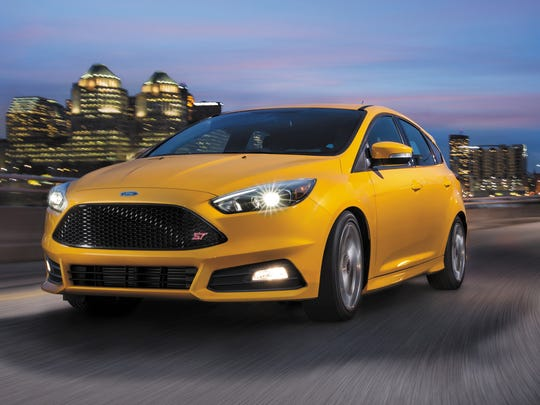 The 2016 Ford Focus ST's gutsy 2.0-liter turbocharged 252-horsepower EcoBoost engine and six-speed manual transmission deliver sharp, dynamic performance.