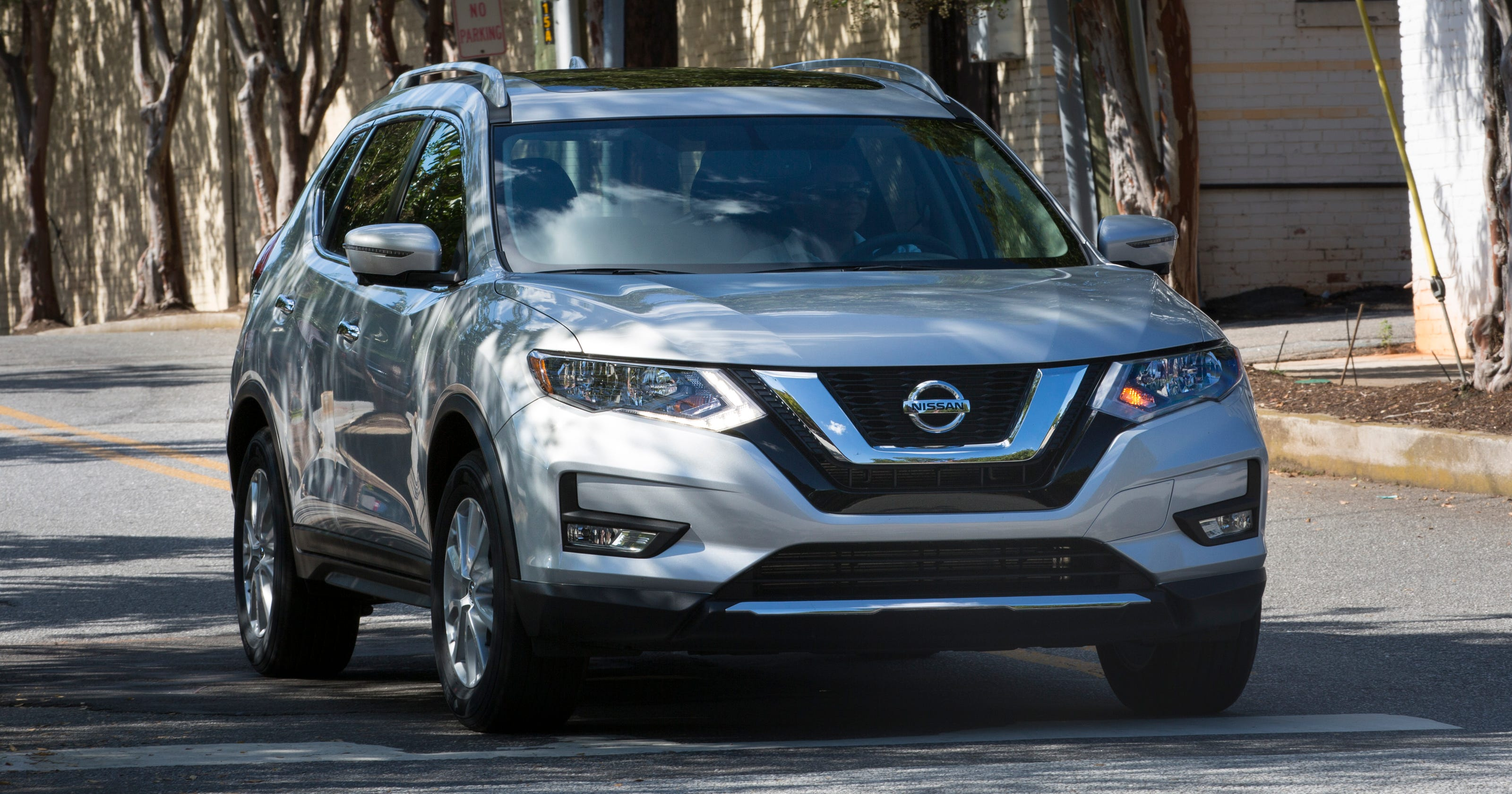 Nissan problems recall for 1.2 M vehicles, SUVs with back-up electronic camera flaw thumbnail