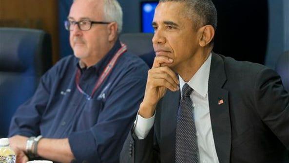 El presidente Barack Obama acompañado por el director