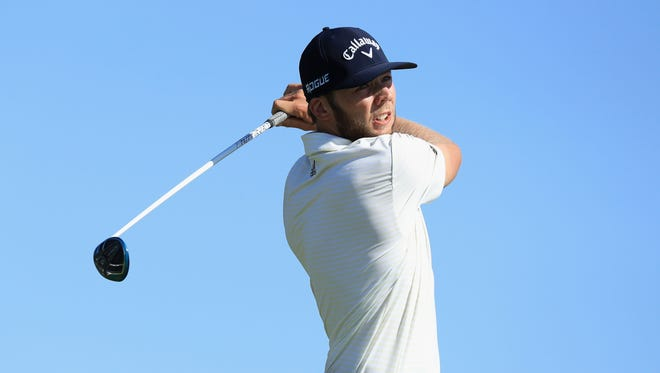 SOUTHAMPTON, NY - JUNE 14:  Sam Burns of the United States plays his shot from the 15th tee during the first round of the 2018 U.S. Open at Shinnecock Hills Golf Club on June 14, 2018 in Southampton, New York.  (Photo by Andrew Redington/Getty Images)