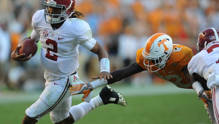 Tennessee defensive back Emmanuel Moseley (12) reaches