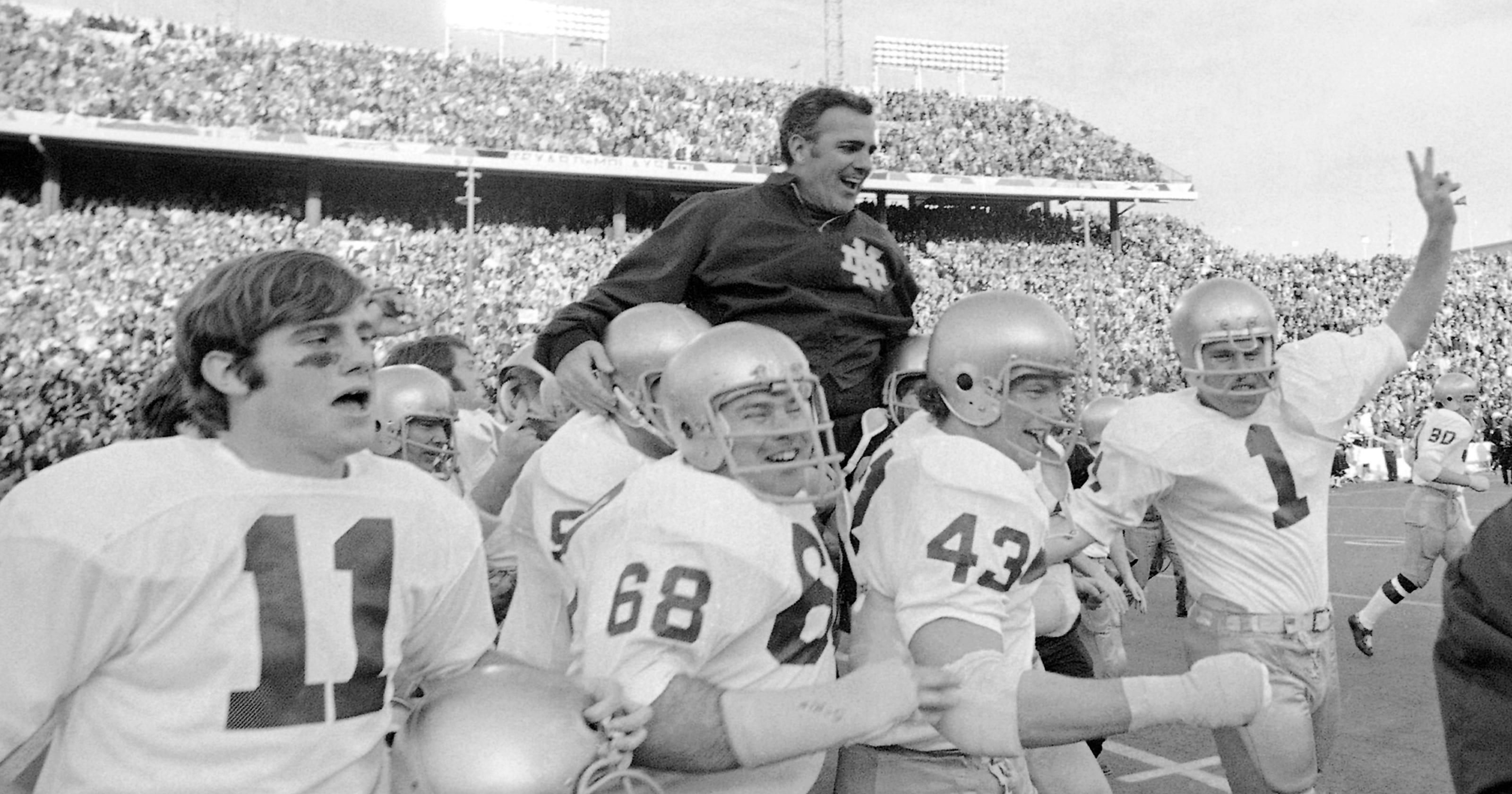 7fdd050b16f Legendary Notre Dame coach Ara Parseghian dies at 94