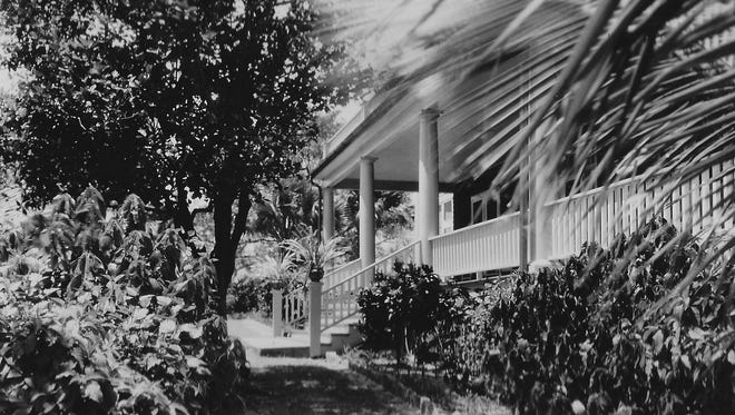 A view of the front entrance to the High Point Lodge in 1947, which was owned by Leonard F. Knowles.