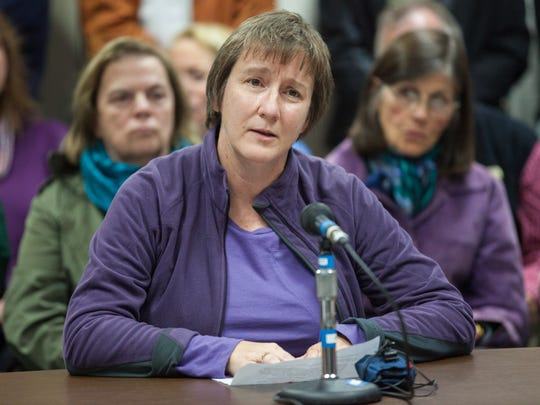 Teacher Sharon Weltman gives public comment at the Sunday School Board meeting and asks the School Board why qualified educators are leaving.