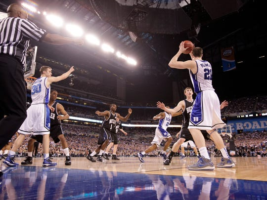 Duke forward Miles Plumlee (21) looks for a teammate