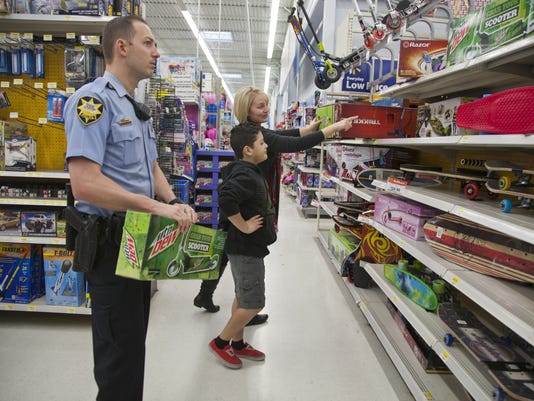 STG 1214 Shop With a Cop 01.JPG