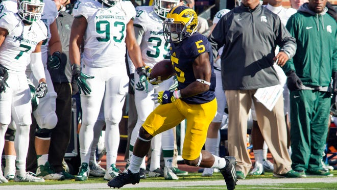 Michigan defensive back Jabrill Peppers rushes in the second quarter against Michigan State in Ann Arbor on Saturday, Oct. 17, 2015.