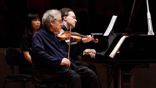 Violinist Itzhak Perlman, performing with pianist Evgeny Kissin, says he is feeling good on the eve of his 75th birthday.