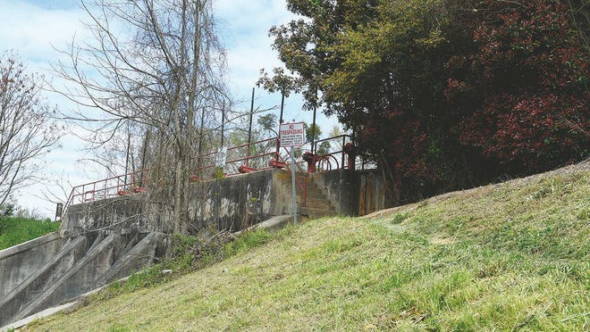 Hawk's Gully Dam is on the ninth section of the canal. The natural water source originally went straight back into the Savannah River at what is now 15th Street. When the canal was dug in 1845, Hawk's Gully was turned into a return for the canal. Today it is a bulkhead gate for canal flood control.