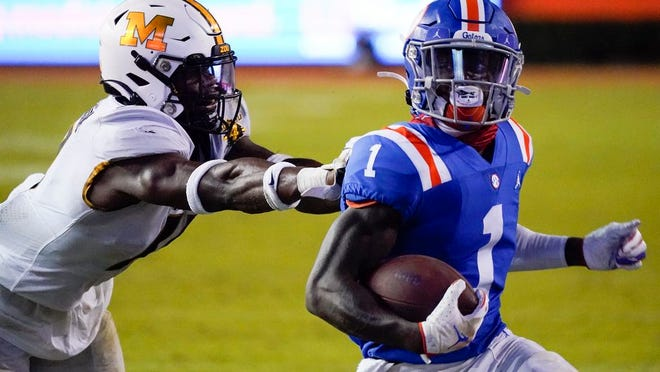 Florida wide receiver Kadarius Toney (1) runs for a 16-yard touchdown as he gets past Missouri linebacker Devin Nicholson during the second half of an NCAA college football game Saturday, Oct. 31, 2020, in Gainesville, Fla.