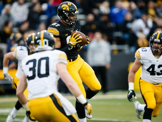 Iowa sophomore tight end Noah Fant catches a pass at