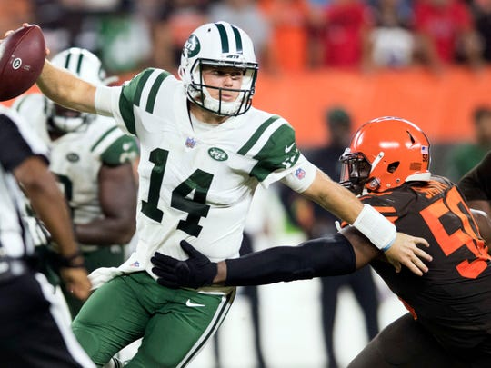 Cleveland Browns defensive end Chris Smith (50) pressures New York Jets quarterback Sam Darnold (14) during the second half at FirstEnergy Stadium. (Ken Blaze-USA TODAY Sports)