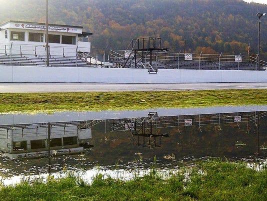 -FB pond pic2.jpg_20121018.jpg
