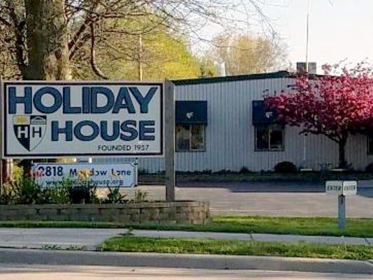 636637919290094398-Holiday-House.jpg