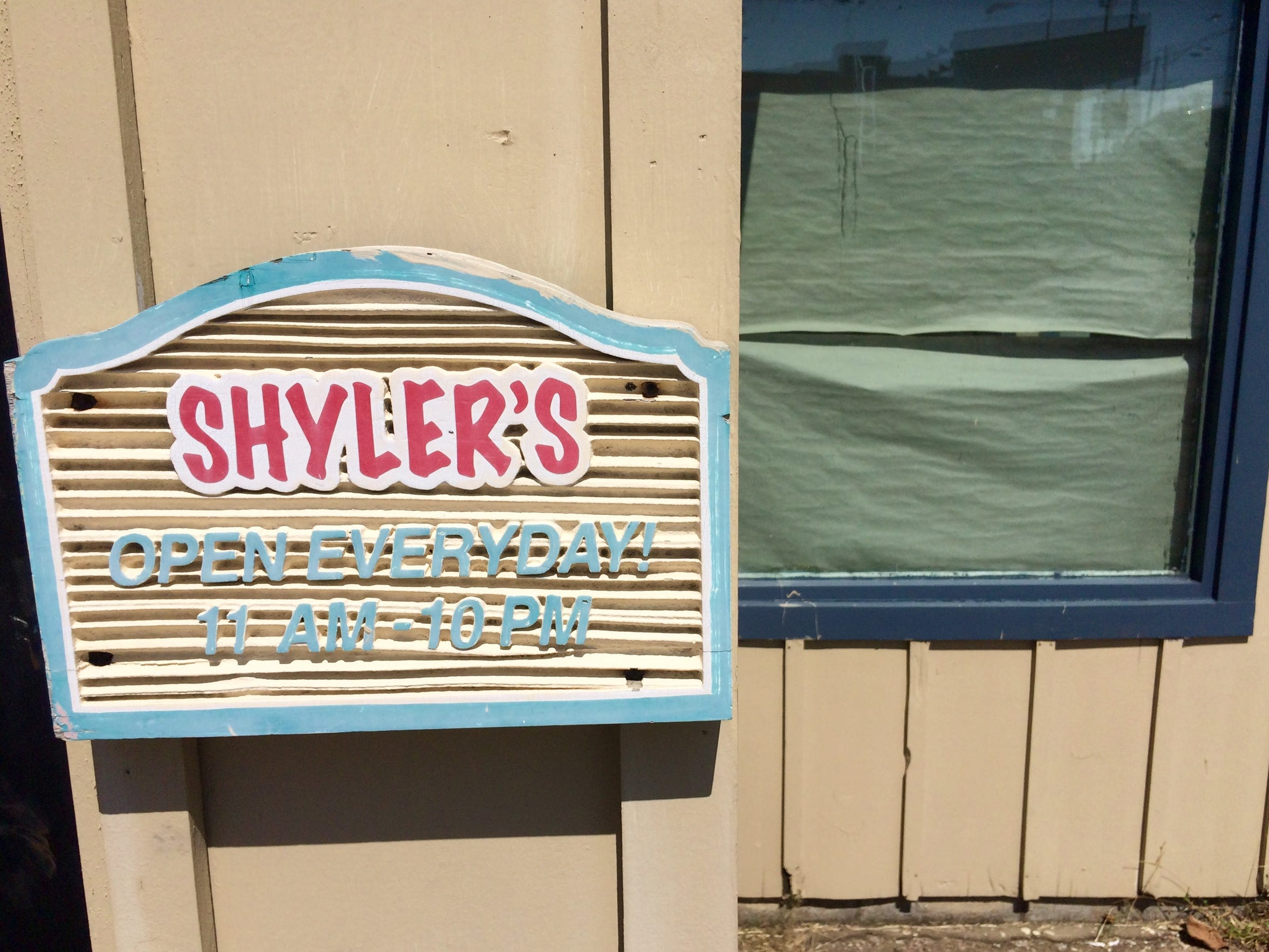 Hours posted at the former Shyler's restaurant at 405