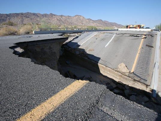 635730988911567760-bridge-collapse-8