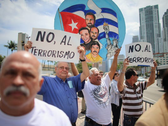 Popular Cuban Blogger Critical Of The Government On The Island Speaks In Miami