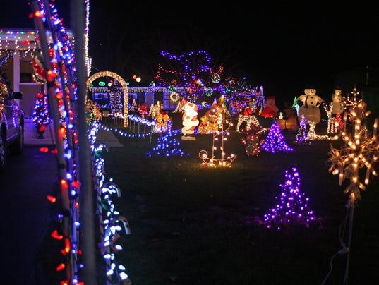 636173320882147551-Xmas-lights-3.jpg