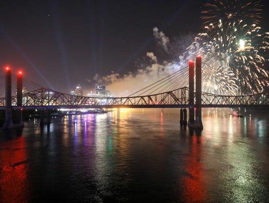 636284991821031547-TOL-Fireworks-06.JPG