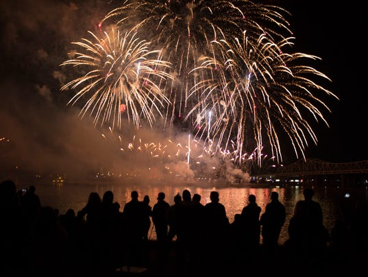 636284995652069243-thunder-fireworks-strupp216.jpg