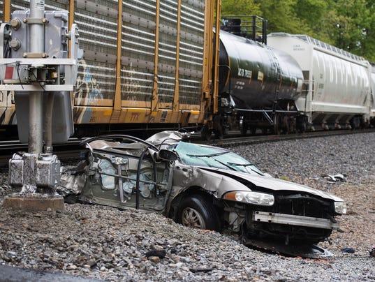 636600894480687030-car-vs.-train.jpg