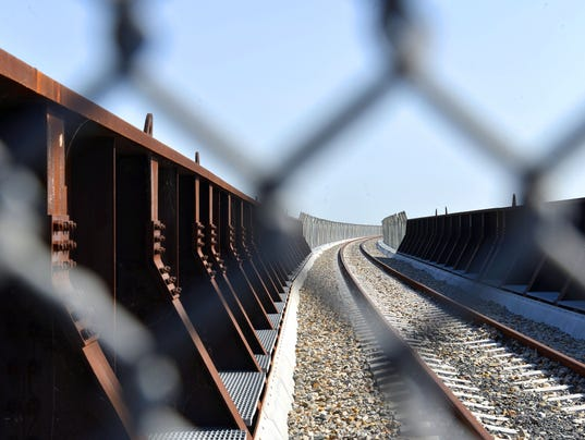 Obama team opens u s mexican rail crossing