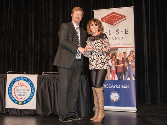 Department of Education Commissioner Johnny Key (left) presents Elementary Principal Tracie Luttrell with the Outstanding R.I.S.E. School award.