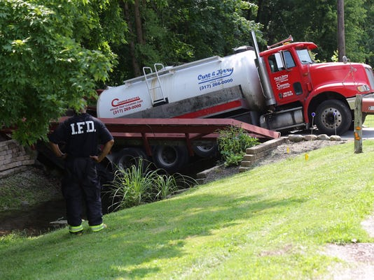 636373655046235373-Septic-truck-spill.jpg