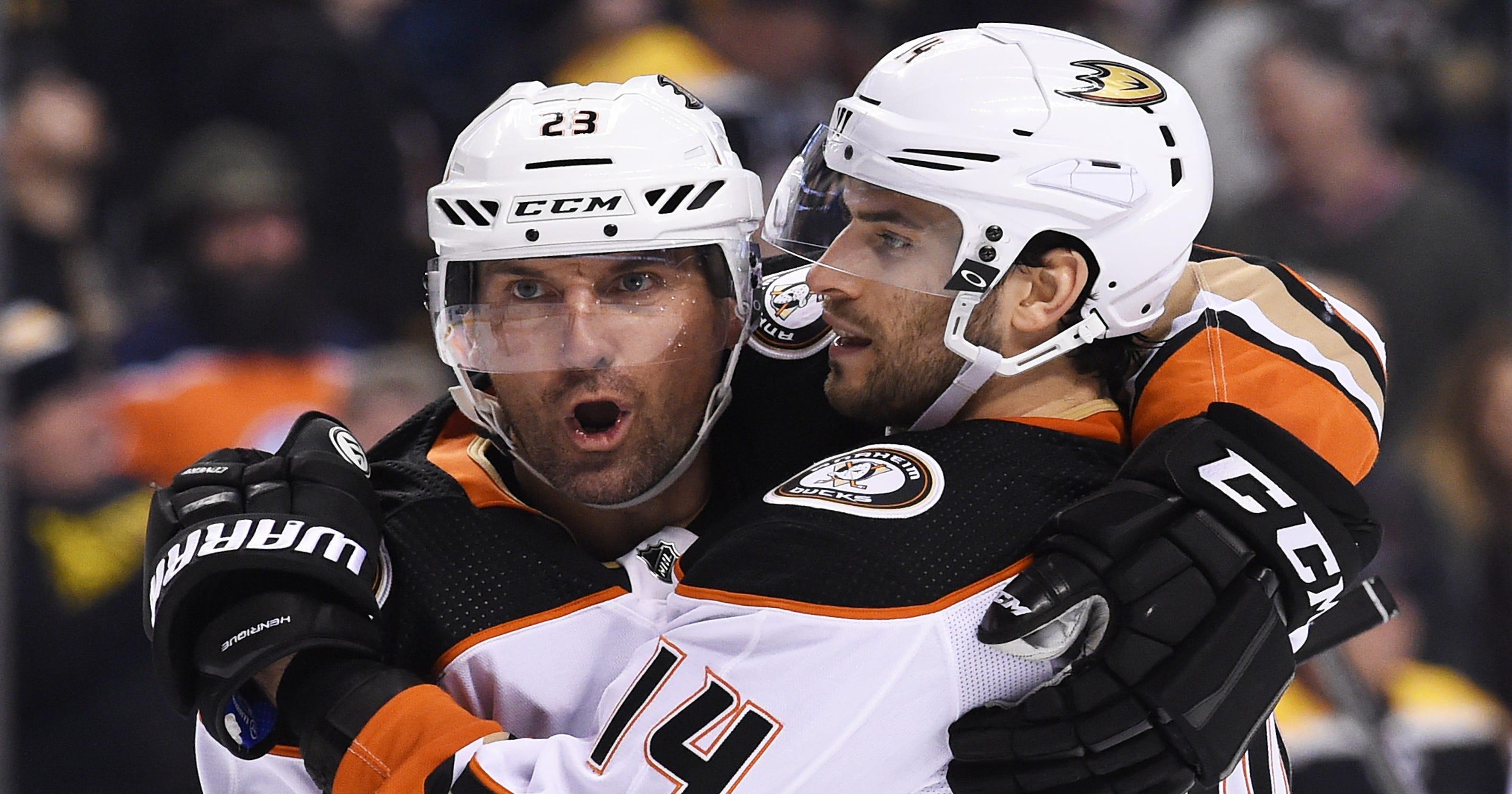 acb6fcf184 Ducks end Bruins  18-game point streak