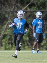 Lions running back Matt Asiata goes through drills