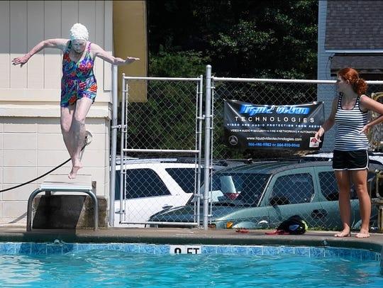 Doris Thompson, 89, dives into the Del Norte Community