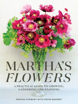 The jacket of 'Martha's Flowers' by Martha Stewart.