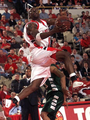Former UL basketball player Immanuel Washington, who played on two 20-win teams in 2001-03, died Thursday after suffering a heart attack on Wednesday.