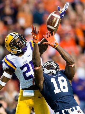 Auburn wide receiver Sammie Coates catches a 56-yard touchdown pass as LSU defensive back Rashard Robinson defends him.