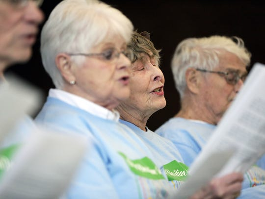 Jean Orbison with the Fox Valley Memory Project's chorus